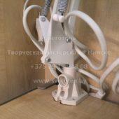 Металлическое крепление для настольных ламп на струбцине (белое) в сборе